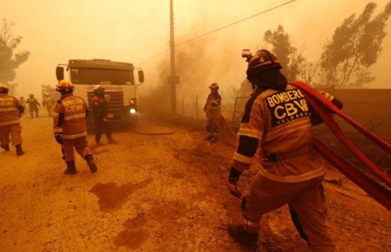 Incendio forestal en centro de Chile consume 2.630 hectáreas y 7 viviendas