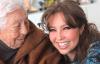 Thalía lamenta el estado de salud de su abuela Eva de 103 años