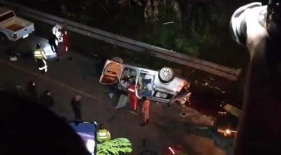 Accidente de tránsito en la vía Balsapamba-Guaranda deja 12 personas muertas