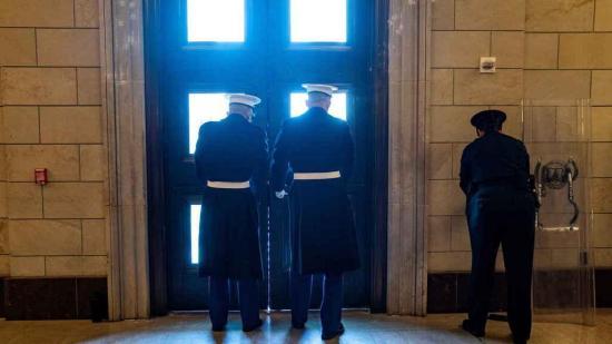 Falsa alarma en el Capitolio de EE.UU. por un incendio en sus proximidades
