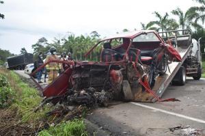 Accidente de tránsito deja a tres miembros de una familia muertos