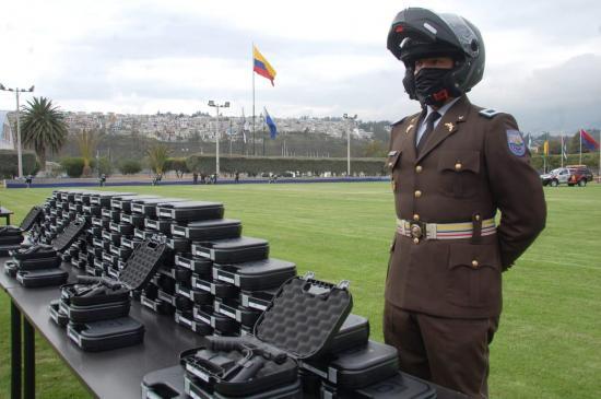 La Policía ecuatoriana recibe nuevas armas por primera vez desde 2009
