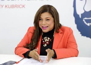 La candidata a la vicepresidencia Katherine Mata anuncia su retiro de la campaña electoral