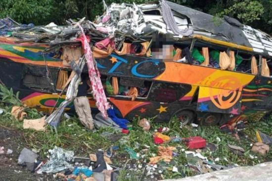 Ascienden a 21 los muertos en el accidente de autobús en el sur de Brasil