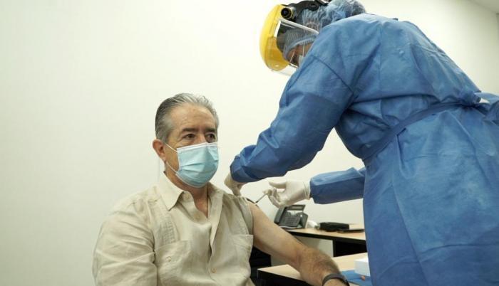 Defensoría del Pueblo pide renuncia del Ministro de Salud por vacunación de familiares
