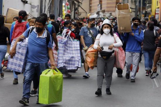Perú entregará una ayuda en efectivo a las familias vulnerables tras reimponer el confinamiento