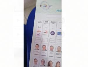 Mujer denuncia que recibió una papeleta rayada a favor de un binomio presidencial