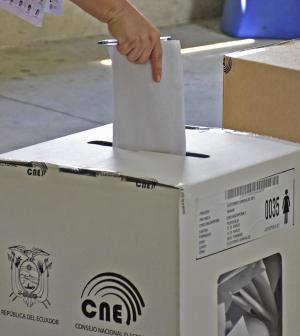 Nulos y blancos superan la votación de 12 candidatos a la presidencia de Ecuador