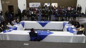Guillermo Lasso y Yaku Pérez se reunieron en el CNE en Quito