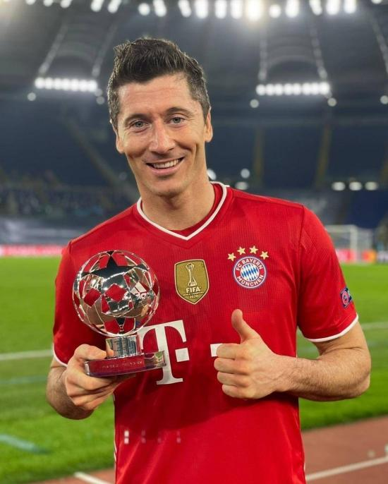 Lewandowski supera a Raúl González como tercer máximo goleador en la historia de la Champions