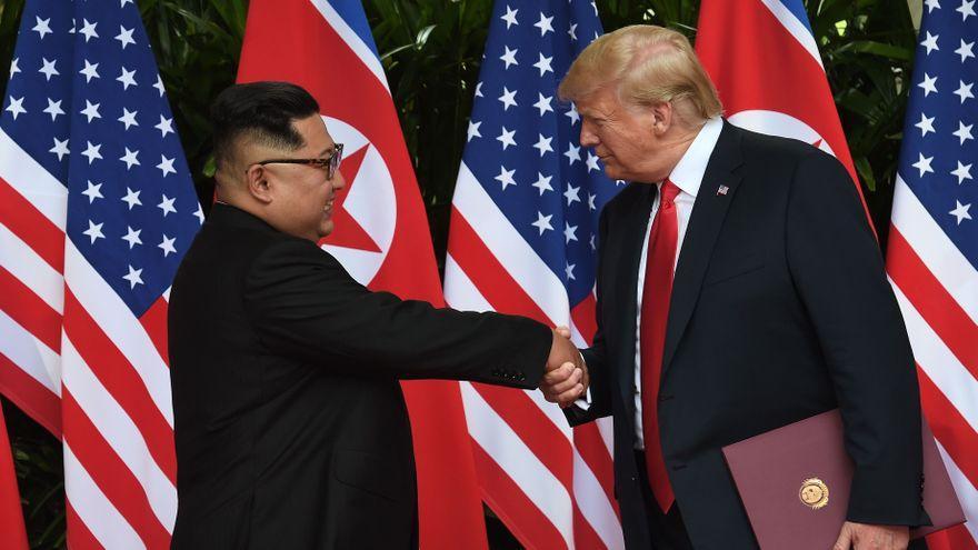 Trump ofreció a Kim Jong-un llevarle 'a casa' en su avión tras la cumbre de Vietnam