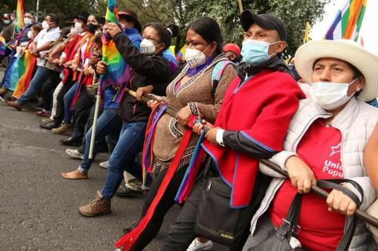 Indígenas convocan a nueva movilización por el recuento de votos en Ecuador