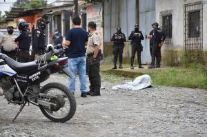 Un hombre fue asesinado por dos sicarios que viajaban en una moto
