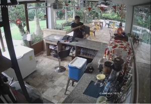 EL CARMEN: Una grabación delata a ladrón de computadora