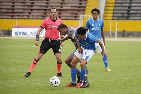 Universidad Católica y Manta FC empatan por 3-3 en el estadio Olímpico Atahualpa