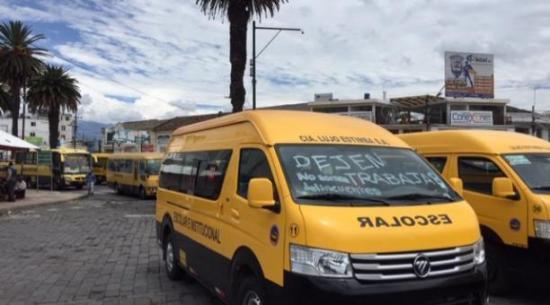 Transportistas del servicio escolar  e institucional protestarán hoy por la falta de trabajo