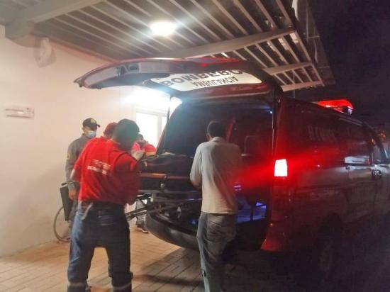 EL CARMEN: Motociclista queda herido tras ser impactado por un carro