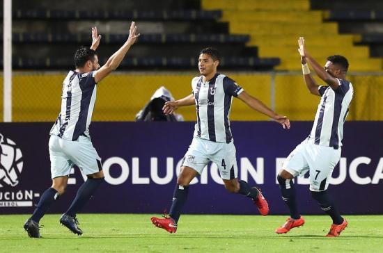 Universidad Católica venció 3-0 a Liverpool y se clasificó a la Fase 2 de la Libertadores
