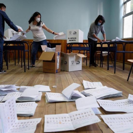 La revisión de votos en Ecuador benefició a candidatos sin cambiar la tendencia
