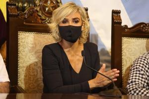 Alcaldesa de Guayaquil dice que el Gobierno bloquea la importación de vacunas