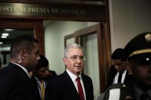 Fiscalía colombiana pide a juez precluir investigación contra Álvaro Uribe