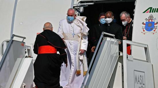 El papa Francisco llega a Irak en una visita histórica de tres días