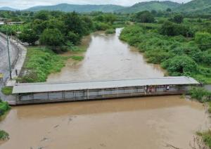 Municipio de Portoviejo ordena el cierre del puente El Cady y monitorea la creciente de los ríos