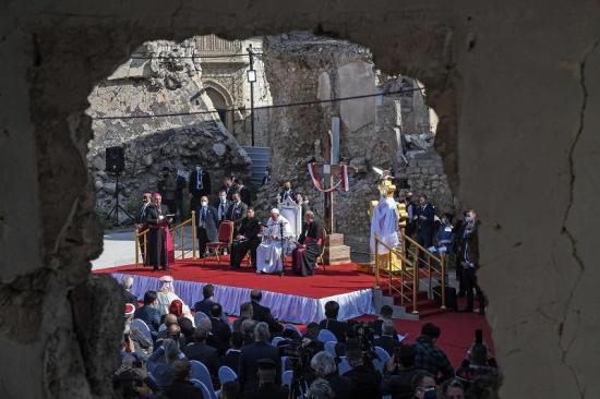 Francisco invitó a no caer en la venganza en su misa multitudinaria en Erbil