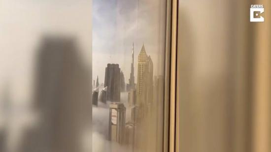 Así son las impresionantes vistas de las nubes desde uno de los rascacielos de Dubái