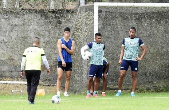 Liga de Portoviejo se enfrentará esta noche a Independiente Juniors en el estadio Olímpico Atahualpa